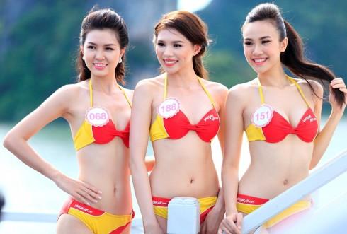 """Bikini Vietjet """"đốt nóng"""" Hoa hậu Việt Nam 2016 trước Đêm Chung kết"""