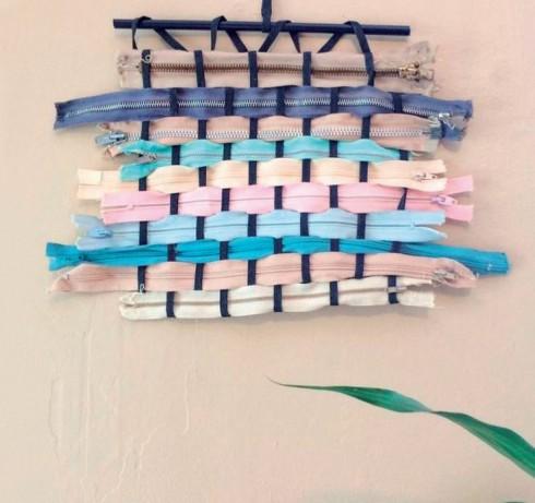 Chỉ dựa trên kỹ thuật dệt thoi đơn giản, hàng trăm các loại vật liệu đã được Sarah Neubert biến thành những khúc vải tuyệt đẹp.