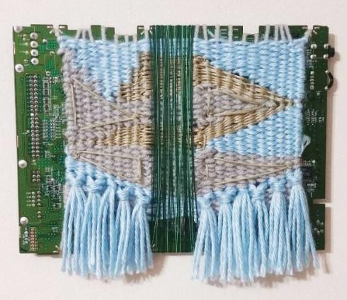 Sarah đều có thể tận dụng làm khung dệt và vải dệt. Để có được một bộ trang phục hay phụ kiện hoàn thiện một cách hoàn hảo dựa vào kỹ thuật dệt thoi,