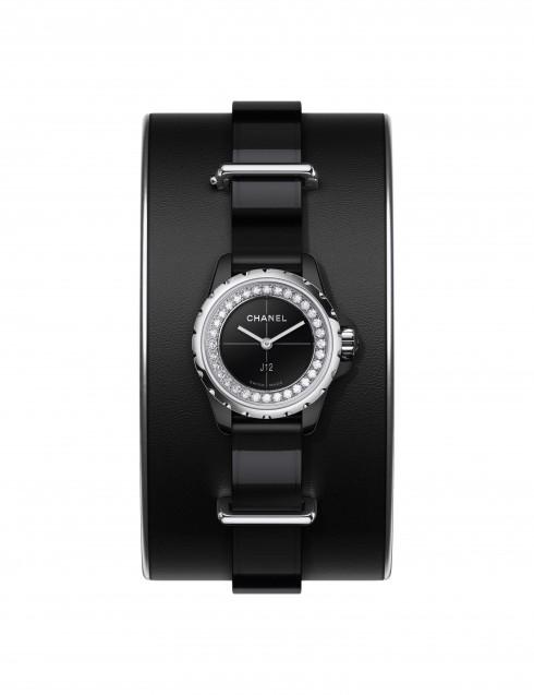 Biến tấu mới nhất của dòng đồng hồ J12 nổi tiếng của nhà Chanel là sự kết hợp những đường nét thể thao khỏe khoắn với sự sang trọng sẵn có.