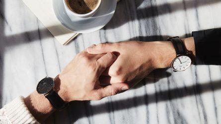 ELLE lắng nghe bạn: Làm gì khi chồng nhắn tin với người yêu cũ?