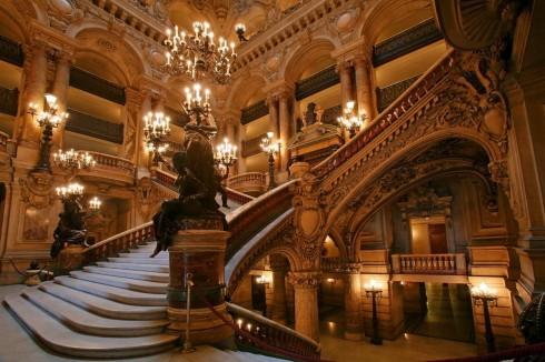 Khung cảnh tráng lệ của Paris Opera Garnier