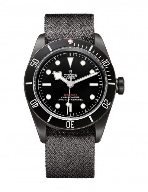 Mẫu đồng hồ Heritage Black Bay Dark thừa hưởng hoàn hảo những đặc tính của nhà Tudor: vẻ đẹp khỏe khắn, cứng cáp và vuông vắn.