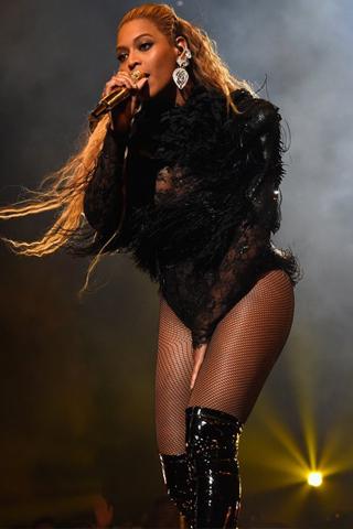 Beyoncé và Rihanna chia sẻ hào quang ở VMAs 2016