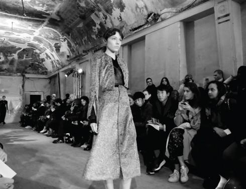 NTK Sarah Burton khéo léo hòa quyện tạo nên dư vị riêng cho những mẫu thiết kế thời trang Thu - Đông 2016.