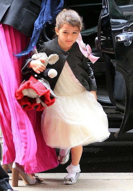 Suri Cruise - con gái nam tài tử Tom Cruise cũng thường xuyên diện Mischka Aoki.