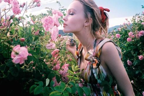 Lily-Rose Depp say mê những đóa hồng Tháng Năm tại Grasse