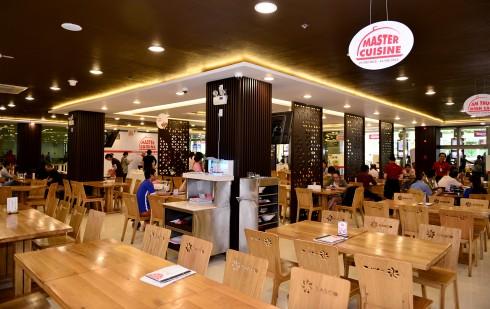 Siêu đầu bếp Alain Nghĩa ở sân bay