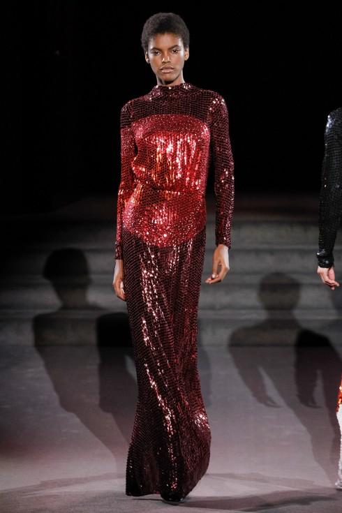 Thiết kế váy ánh kim khép lại BST Thu-Đông của Tom Ford