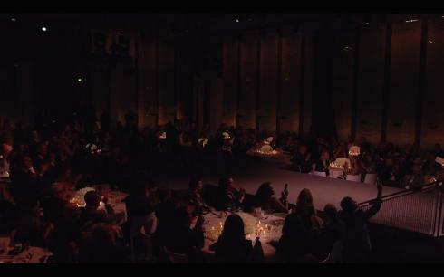 Tom Ford tổ chức một buổi tiệc tối ấm cúng cho khách mời chứ không chỉ là một show diễn thời trang thông thường.