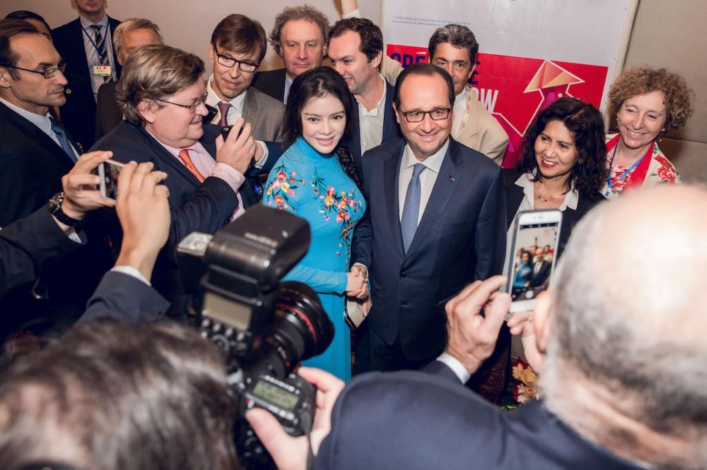 Lý Nhã Kỳ đẹp nền nã gặp Tổng thống Pháp Francois Hollande