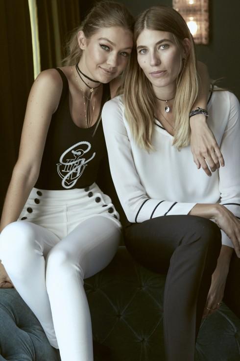 Gigi Hadid và người mẫu và BTV thời trang Veronika Heilbrunner mặc trang phục trong BST TommyxGigi