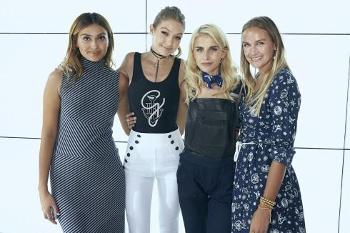 Siêu mẫu Gigi Hadid, Wana Limar,Fashion blogger Caro Daur và fashion blogger Nina Suess mặc thiết kế nằm trong BST TommyxGigi