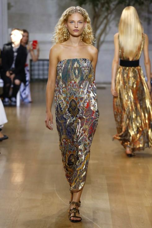 Một thiết kế váy cúp ngực từ vải jacquard
