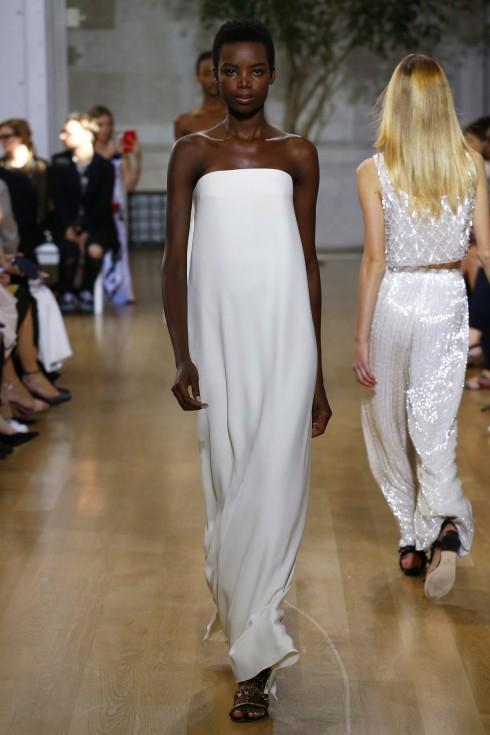Thiết kế váy trắng xuông hoàn hảo
