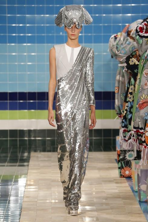 Chiếc váy ánh kinh của Thom Browne