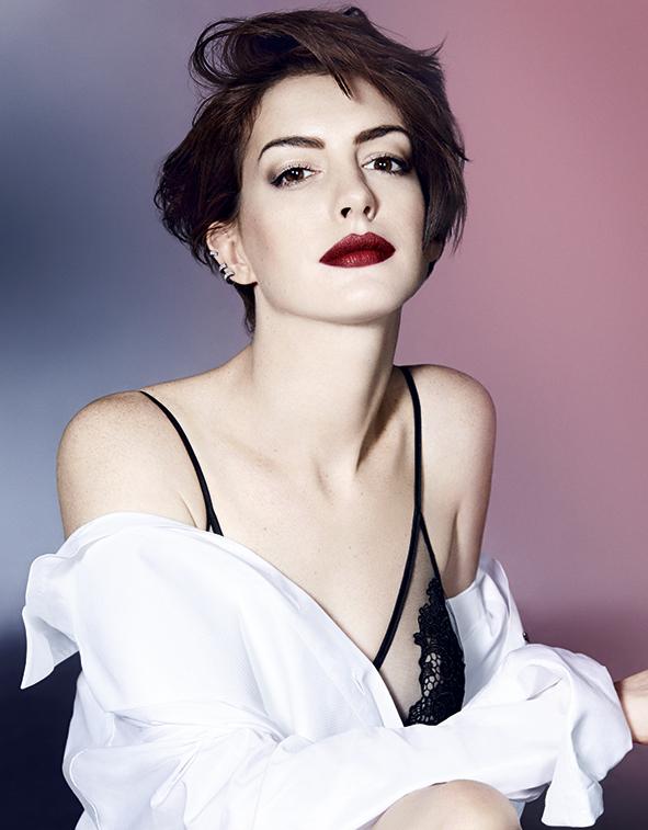 Anne Hathaway phải nói dối để bảo vệ con