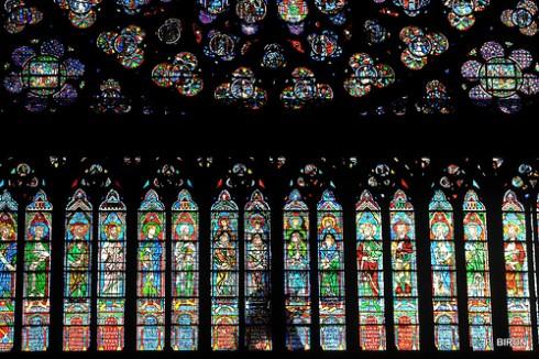 Du lịch Pháp - Châu Âu thu nhỏ trong lòng nước Pháp - Hệ thống kính màu bên trong nhà thờ Đức Bà Paris