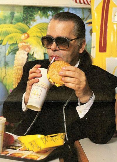 Ít ai biết rằng có một thời Karl Lagerfeld cũng rất thích uống Coca và ăn thức ăn nhanh.