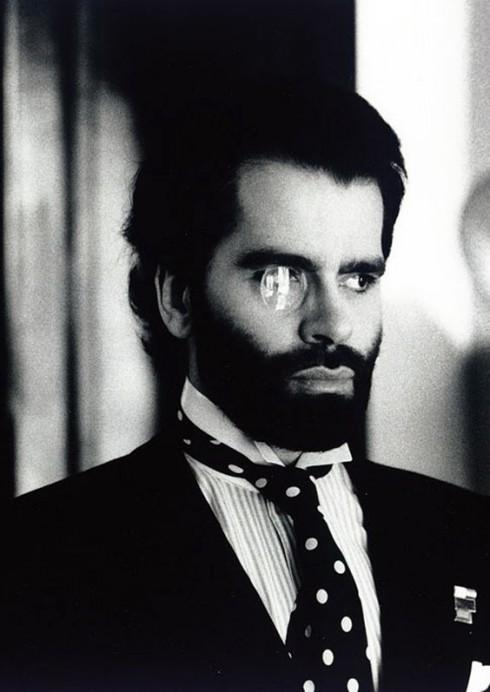 Karl Lagerfeld để râu quai nón rậm rạp