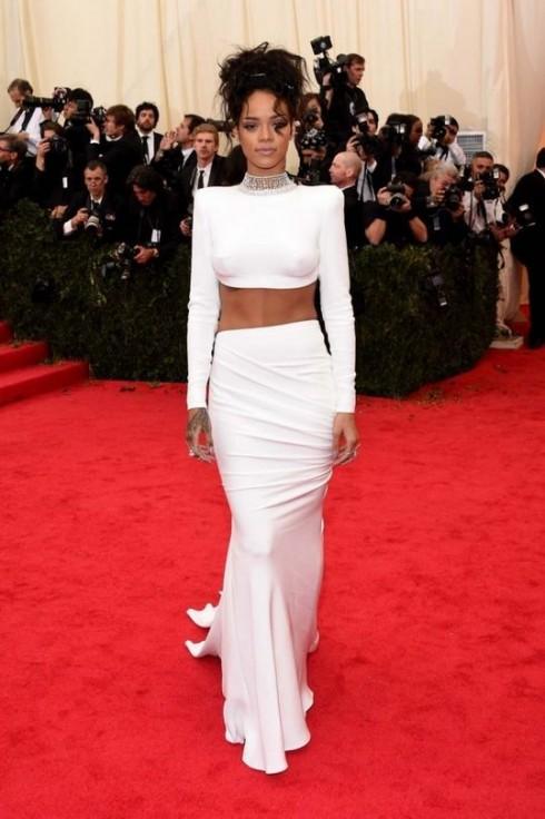 Ca sĩ Rihanna.