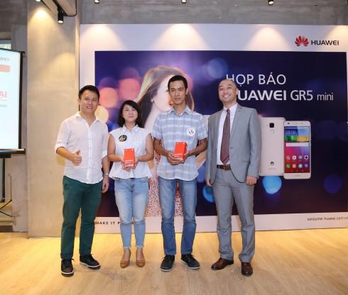Điện thoại Huawei chính thức ra mắt smartphone GR5 Mini - điện thoại dành cho giới trẻ - Ông Yasushi Umezawa - Tổng Giám đốc công ty Giải trí Go Go cũng có mặt tại sự kiện