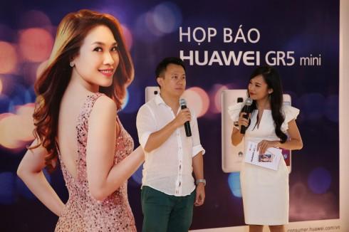 Điện thoại Huawei chính thức ra mắt smartphone GR5 Mini - điện thoại dành cho giới trẻ - Ông Shawn Shu phát biểu tại sự kiện.