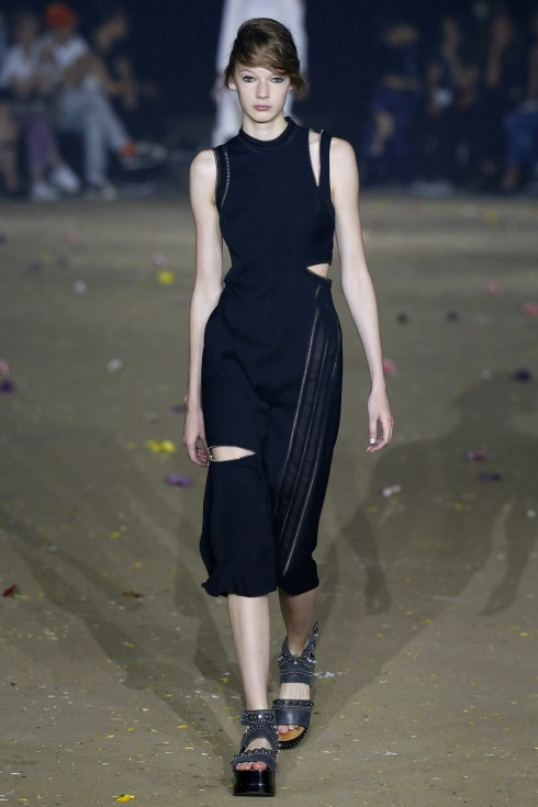Mẫu váy cutout của 3.1 Phillip Lim