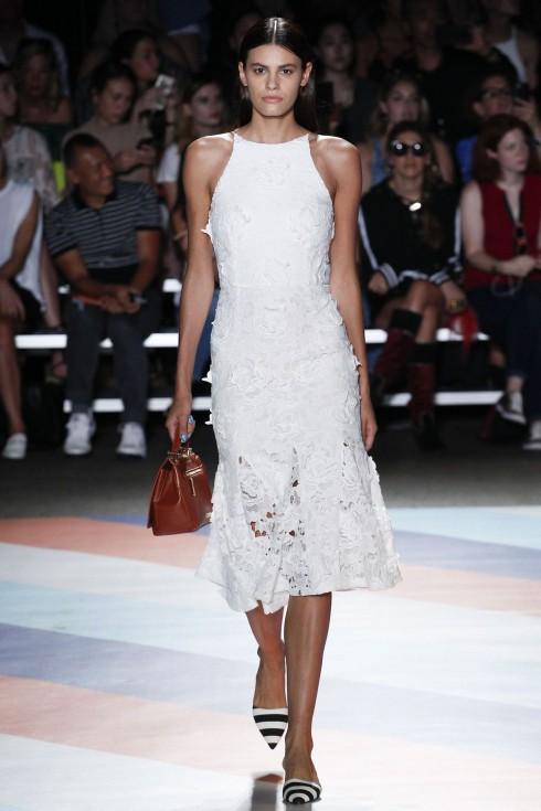 Thiết kế váy ren trắng từ Christian Siriano