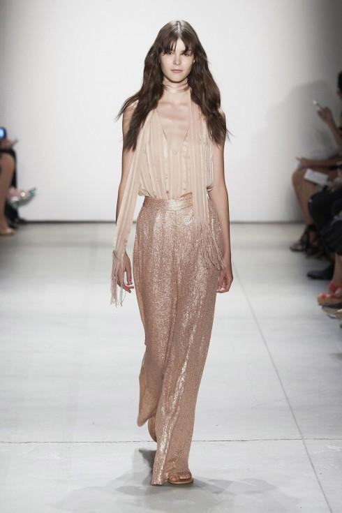 Thiết kế khăn siêu mảnh ánh kim từ Erin Fetherstone