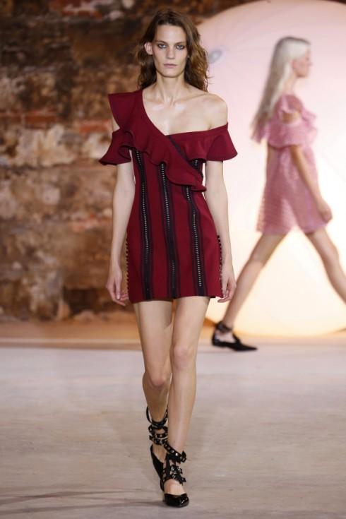 Chiếc váy với đường ruffle tinh tế của Self-Portrait