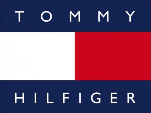 Ba màu xanh, trắng, đỏ của thương hiệu Tommy Hilfiger đã trở nên quen thuộc với người yêu thích thời trang.