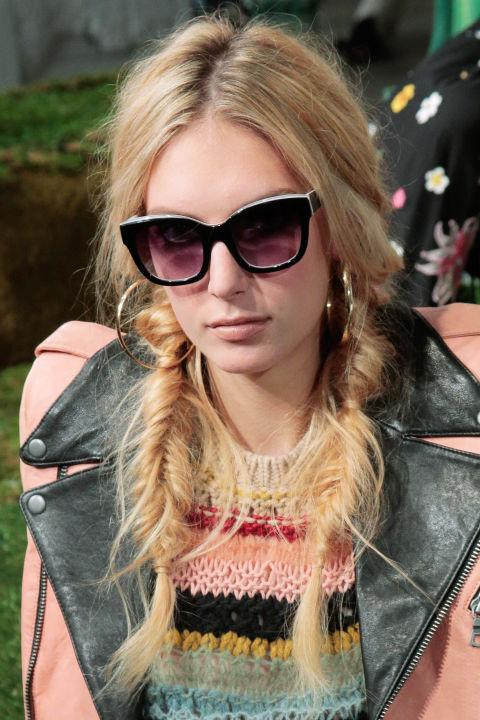 Xu hướng tóc mùa lễ hội lấy cảm hứng từ NYFW 2016 ELLE VN<br/>Xu hướng tóc mùa lễ hội lấy cảm hứng từ NYFW 2016 ELLE VN