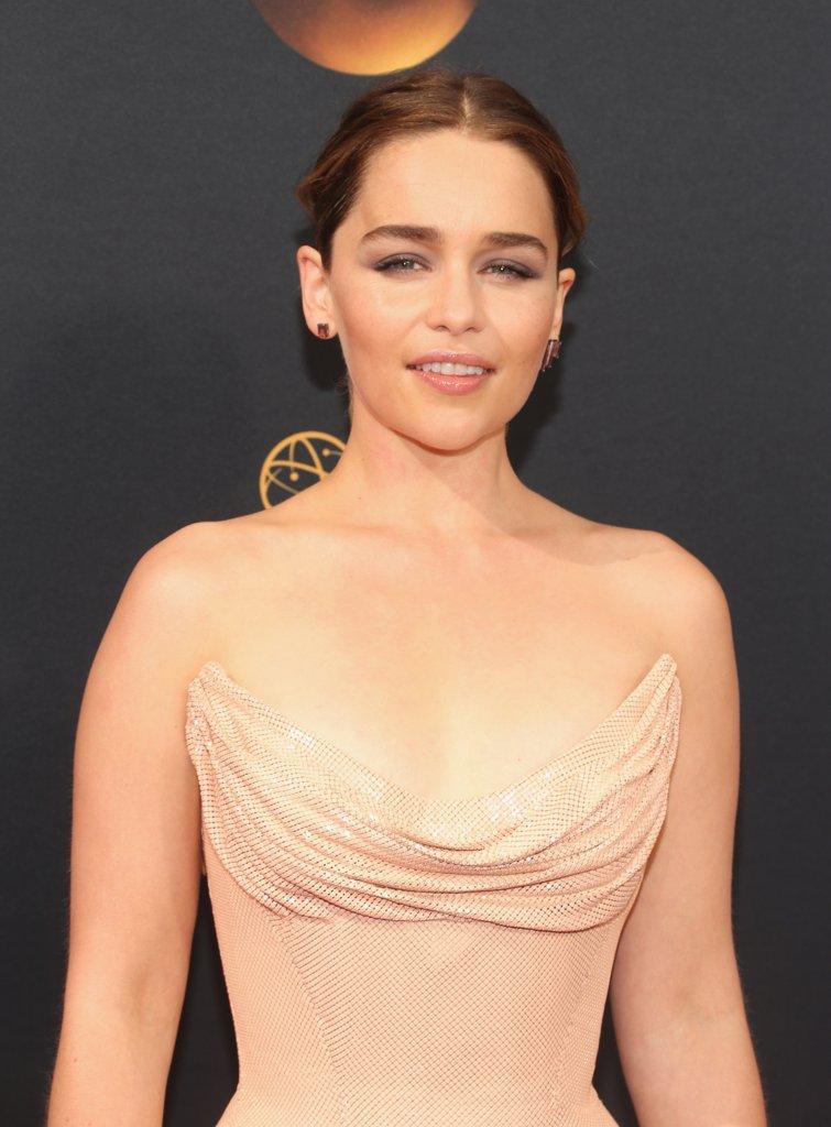 Kiểu trang điểm đẹp tông nude nổi bật tại Emmy Awards 2016