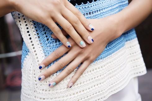 Kiểu vẽ móng tay ngẫu hứng được phối bởi những gam màu pastel nền nã