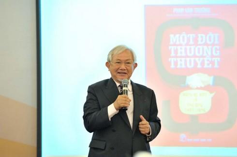 GS Phan Văn Trường trong Giải Sách hay 2016.