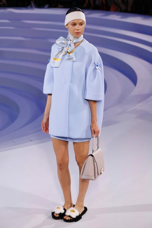 Những thiết kế của Anya Hindmarch với sắc màu tiêu biểu của mùa hè