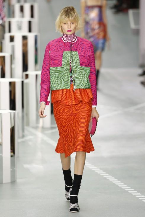 Một thiết kế váy peplum trong BST