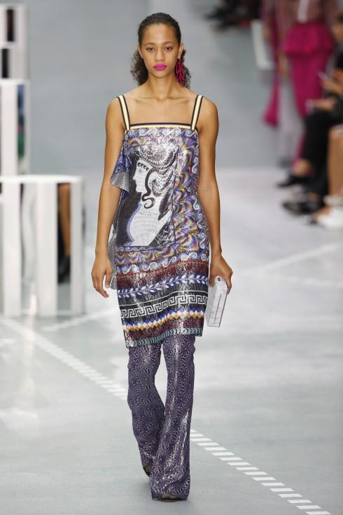 Những chiếc váy ánh kim với chi tiết ruffle trong BST của Mary Katrantzou