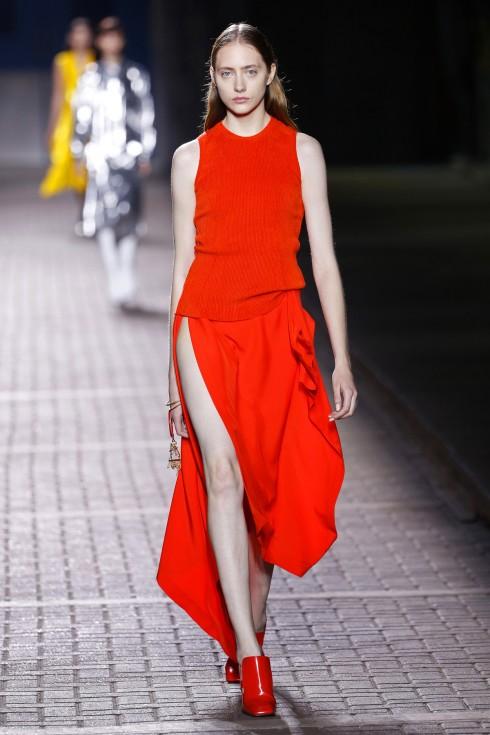 Những chiếc váy với đường xẻ ngút ngàn của Mulberry