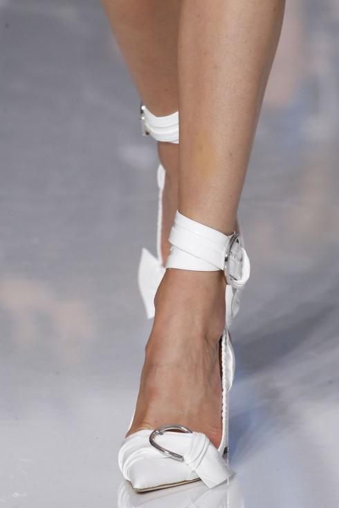 Cách chọn giày phù hợp với từng kiểu dáng bàn chân - ellevn