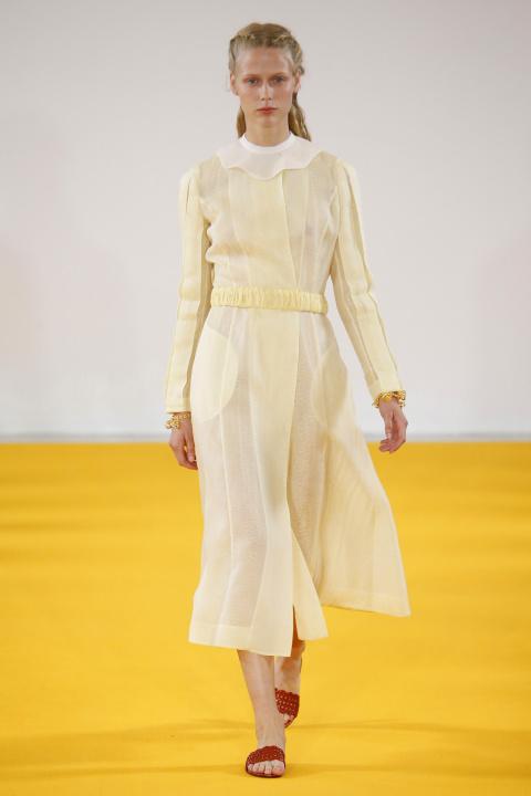 Thiết kế váy vàng chanh trong BST Xuân-Hè 2017 của Emilia Wickstead