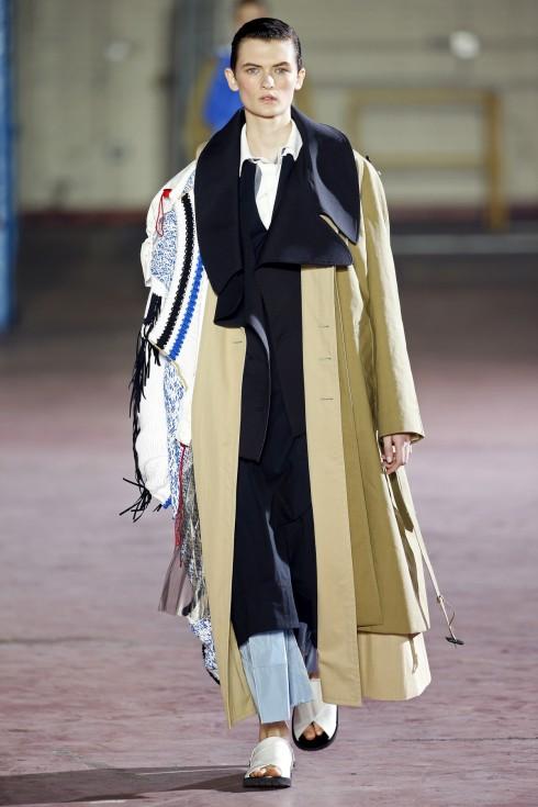 Thiết kế với xu hướng thời trang phá cấu trúc mang lại BST độc đáo của Joseph