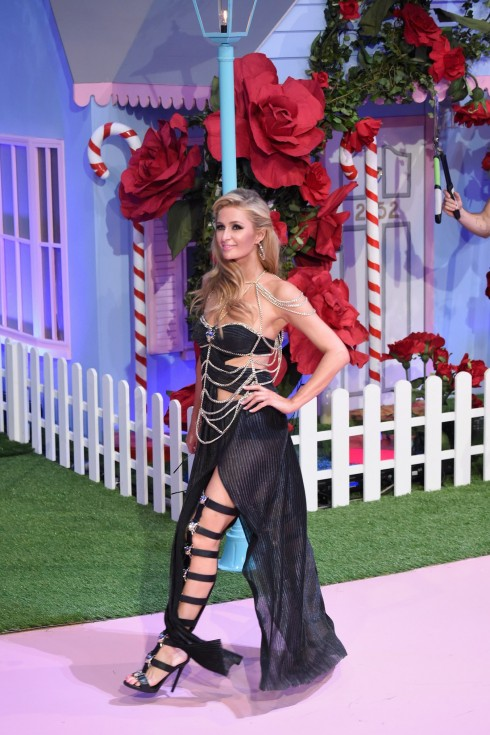 Paris Hilton tái xuất showbiz với cương vị người mẫu - ellevn
