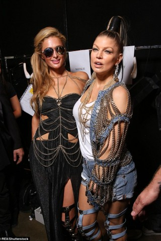 Paris Hilton tái xuất showbiz với vai trò người mẫu