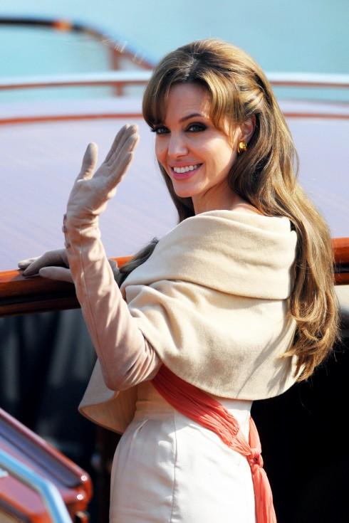 Phong cách thời trang tuổi 40 của Angelina Jolie