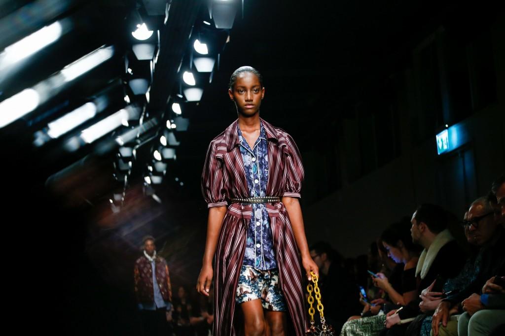 """Thành công vang dội của xu hướng """"See now, Buy now"""" tới các thương hiệu thời trang - ellevn"""