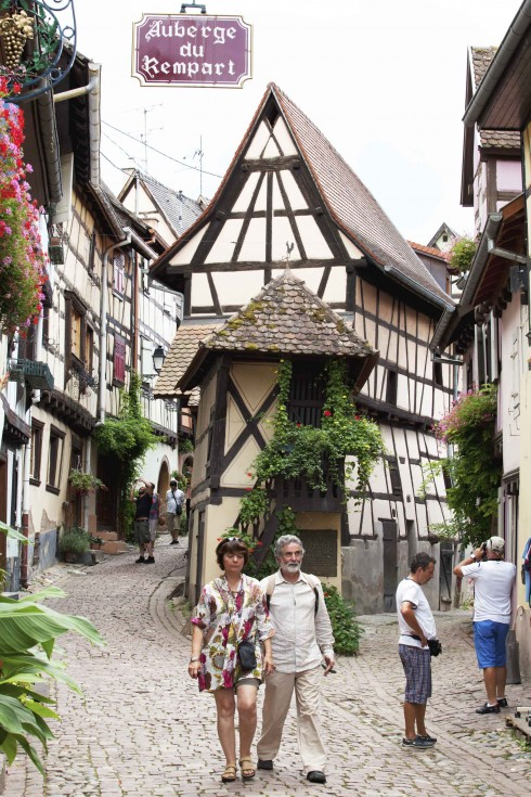 Ngã ba ngõ nhỏ Eguisheim tại Alsace - ELLE VN