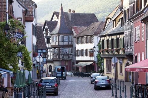 Mê mẩn trong khung cảnh cổ tích của các làng cổ nhất nước Pháp - Alsace - ELLE VN