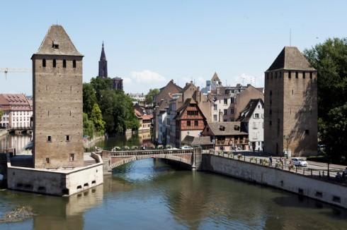 Hai tháp canh thuộc thành cổ Strasbourg - Alsace